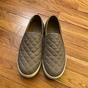 Steve Madden Quilted Ecentrcq Slide Ons size 7